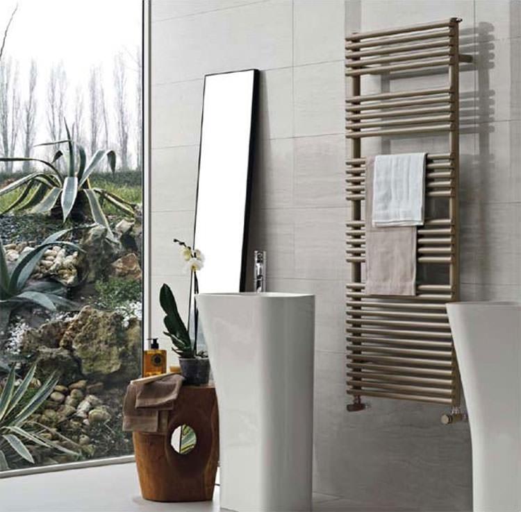 Termoarredo bagno dal design moderno n.14