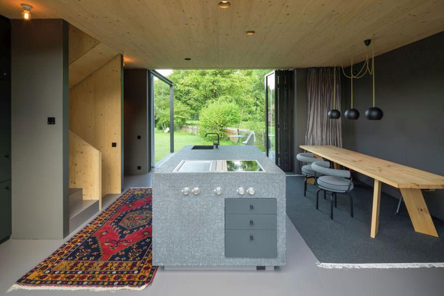 Cucina della casa in legno in Baviera