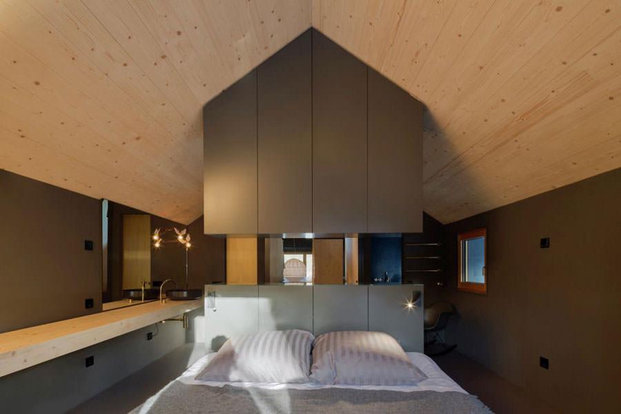 Camera da letto della casa in legno in Baviera
