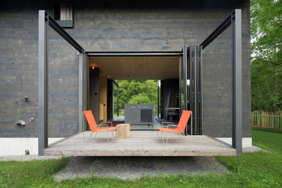 Terrazzo della casa in legno in Baviera