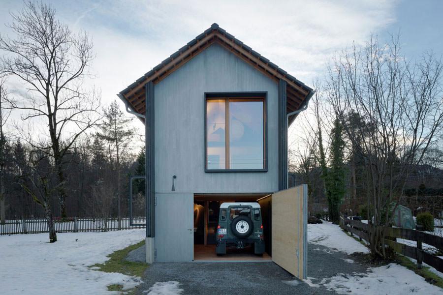 Garage della casa in legno in Baviera