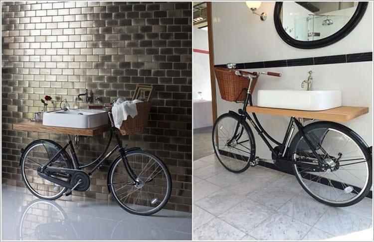 Mobile da bagno con una bicicletta