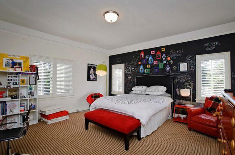 30 camerette per ragazzi con pareti decorate for Colori pareti camerette ragazzi