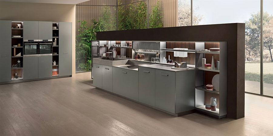 Modello di cucina con mensole a giorno n.16