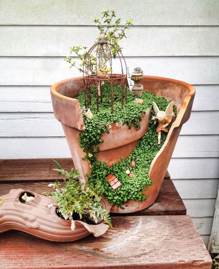 Giardino incantato ricavato da un vaso rotto n.03