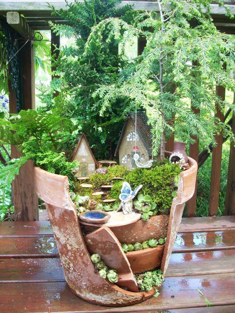 Giardino incantato ricavato da un vaso rotto n.04