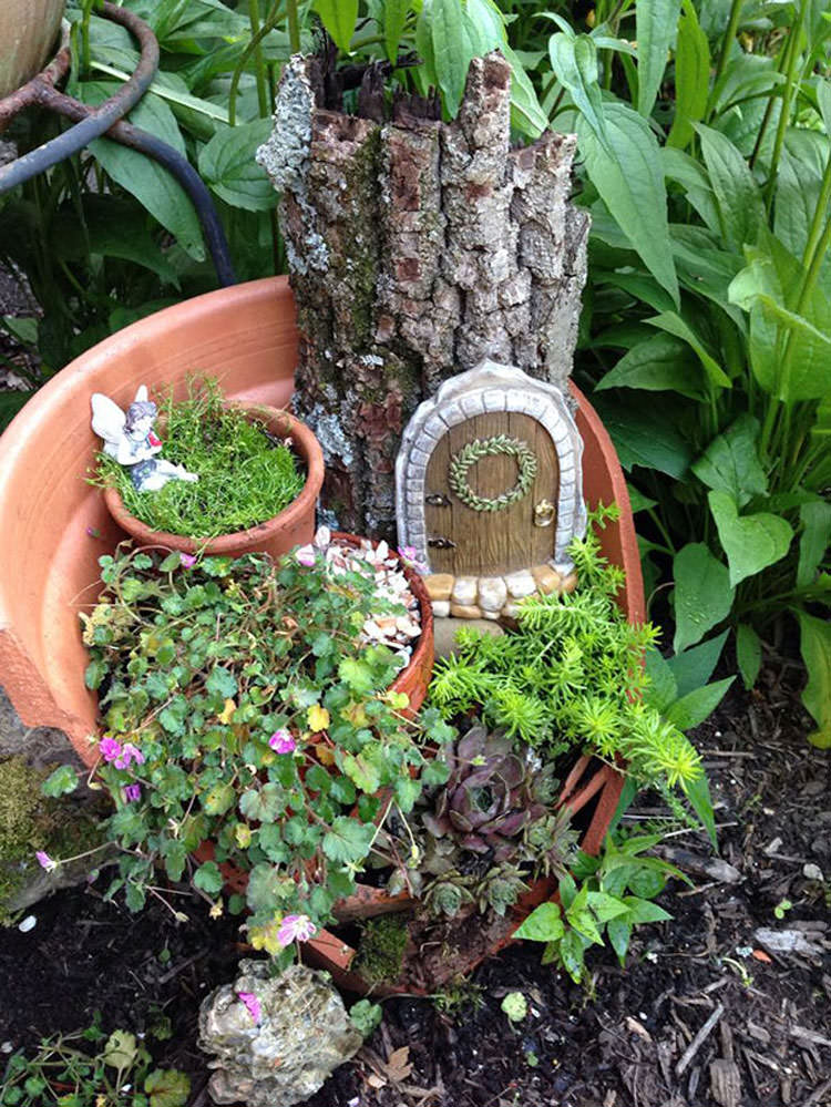 Giardino incantato ricavato da un vaso rotto n.05