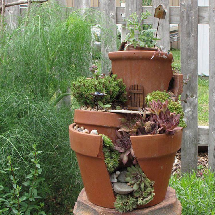 Giardino incantato ricavato da un vaso rotto n.07