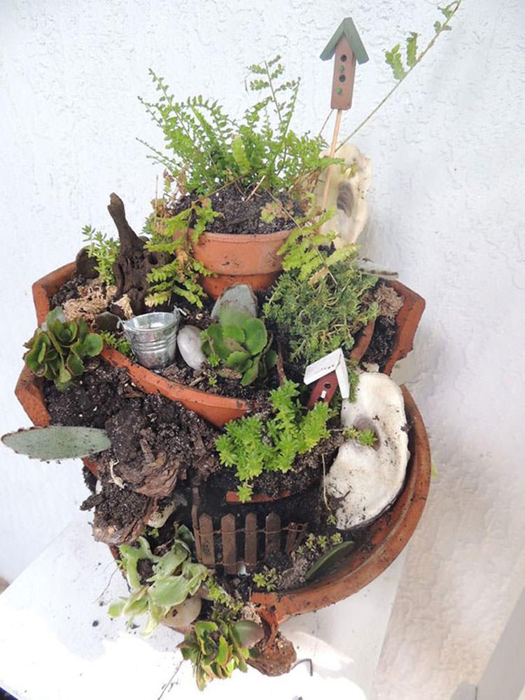 Giardino incantato ricavato da un vaso rotto n.18