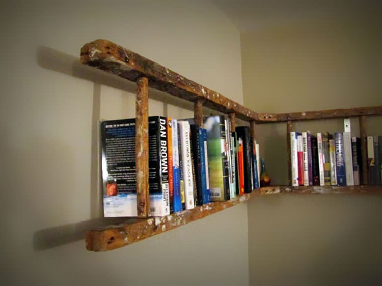 Libreria realizzata con una vecchia scala n.01