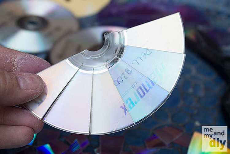 Piatto a mosaico creato con pezzi di CD