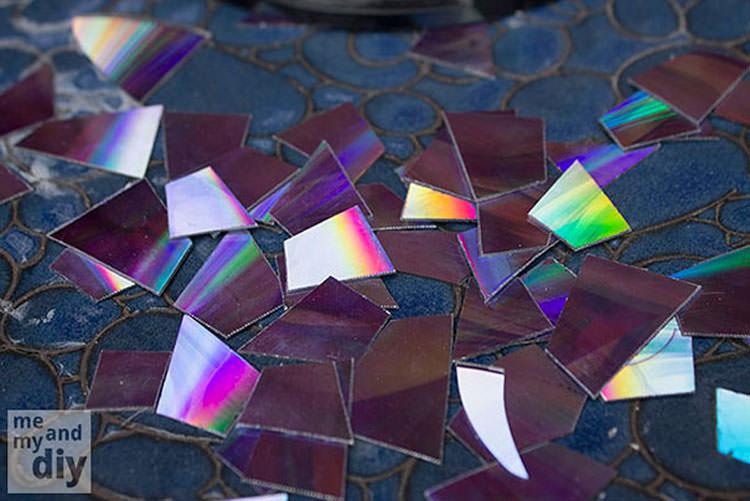 Piatto a mosaico creato con pezzi di CD n.02