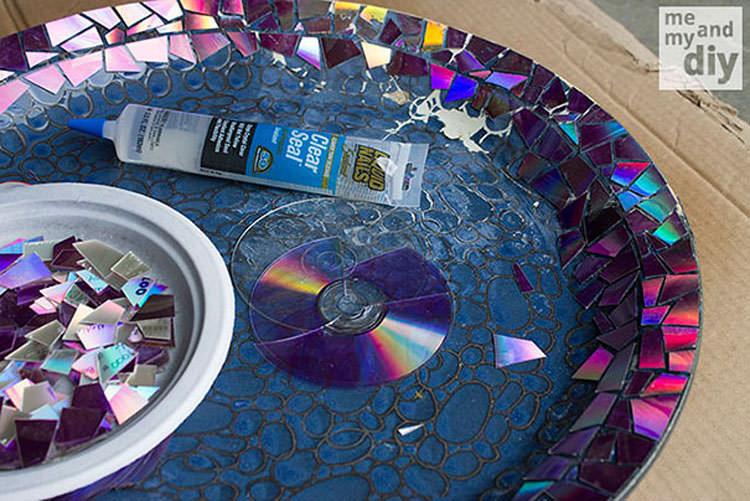 Come incollare i pezzi di CD al piatto