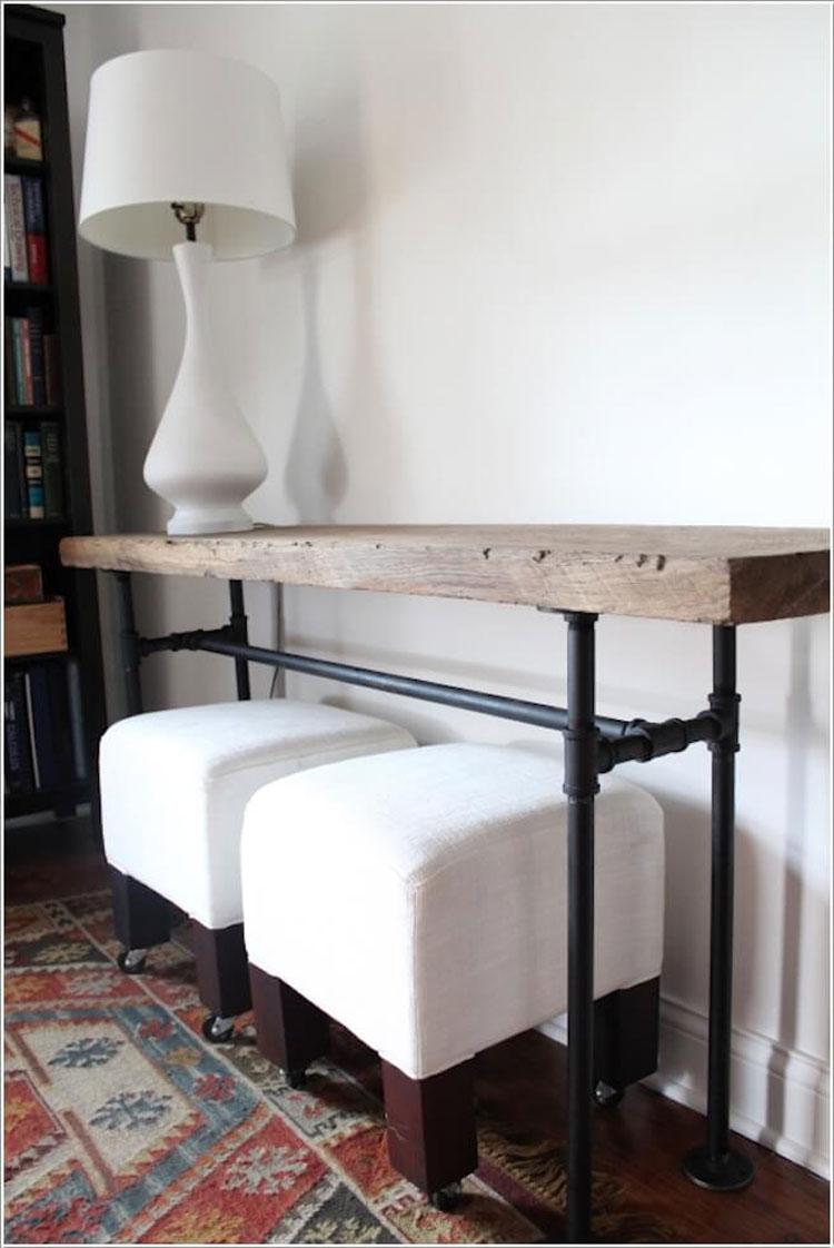 Tavolo consolle con tubi idraulici e legno riciclato
