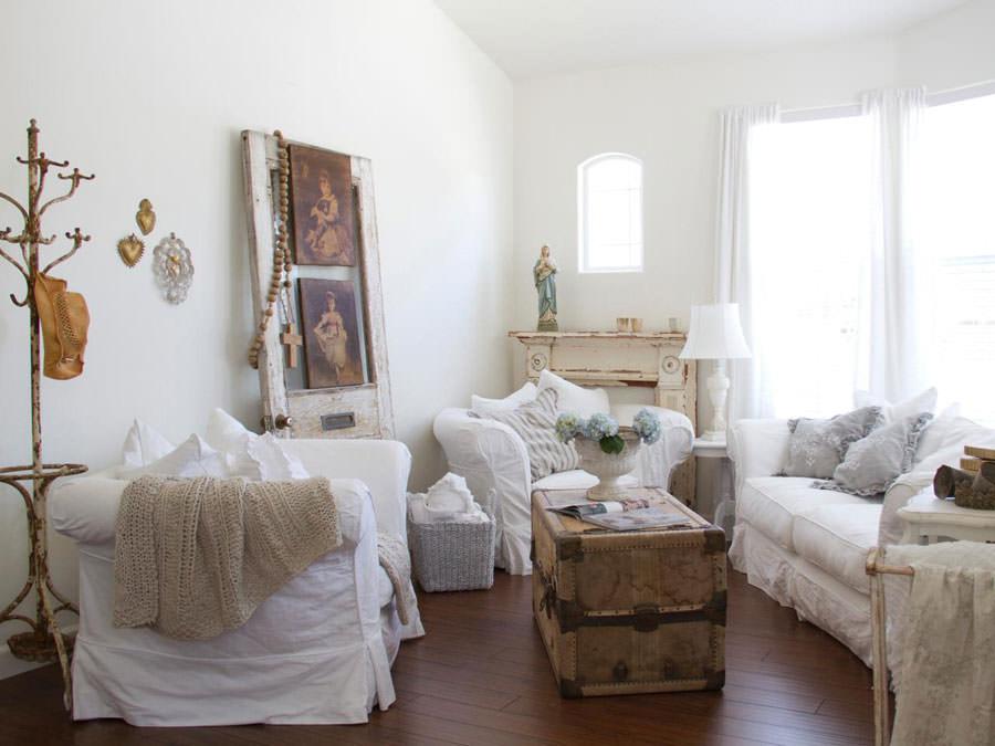 Idee per arredare il soggiorno in stile shabby chic n.01