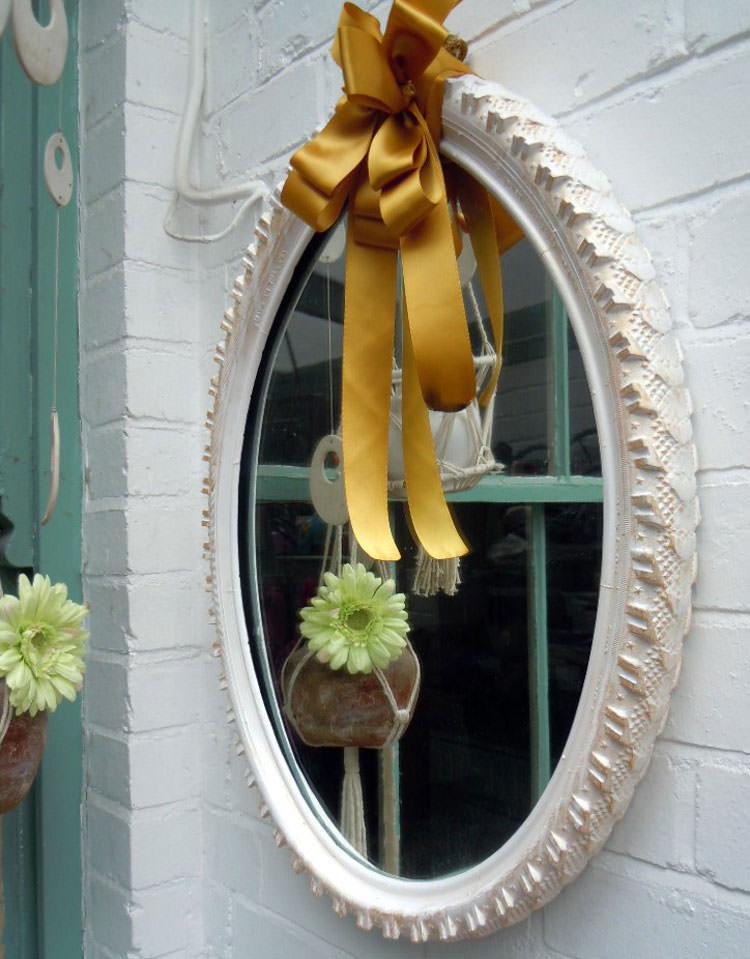 Come creare il bordo di uno specchio con uno pneumatico