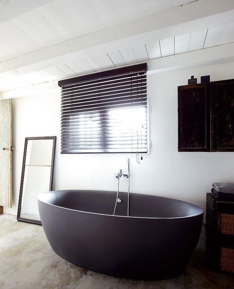 Modello di vasca da bagno nera n.01