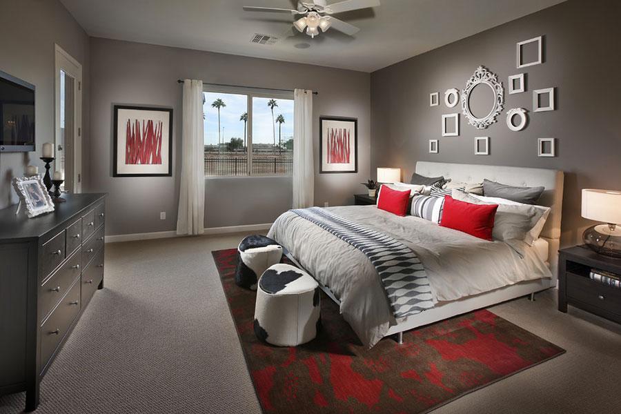 Camera da letto arredata con le tonalità rosso e grigio n.02