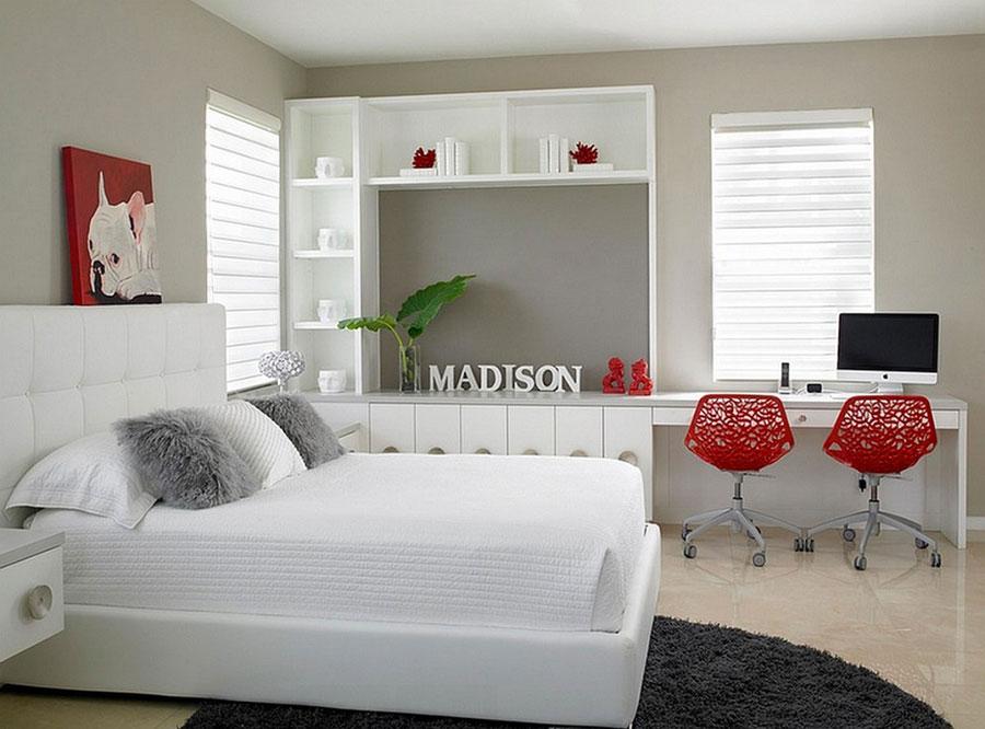 Camera da letto arredata con le tonalità rosso e grigio n.05
