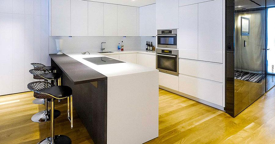 Modello di cucina con bancone snack n.05