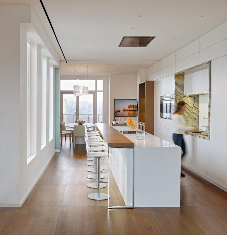 Foto della cucina con isola e ripiano bar per colazione n.05