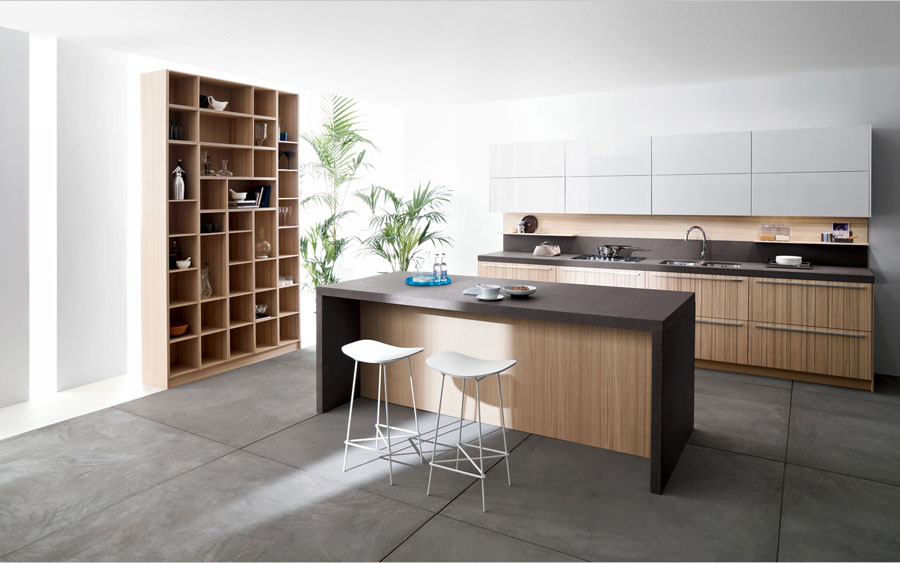 Foto della cucina con isola e ripiano bar per colazione n.14
