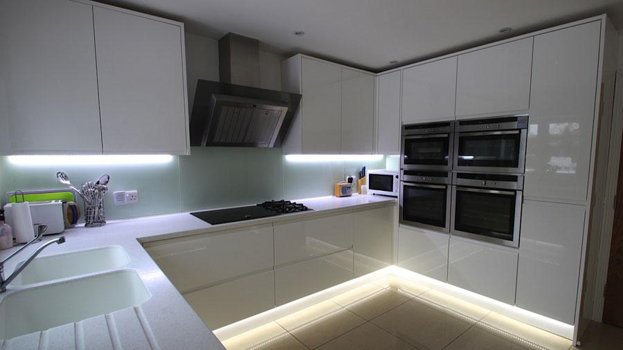 Modello di cucina a U moderna n.19