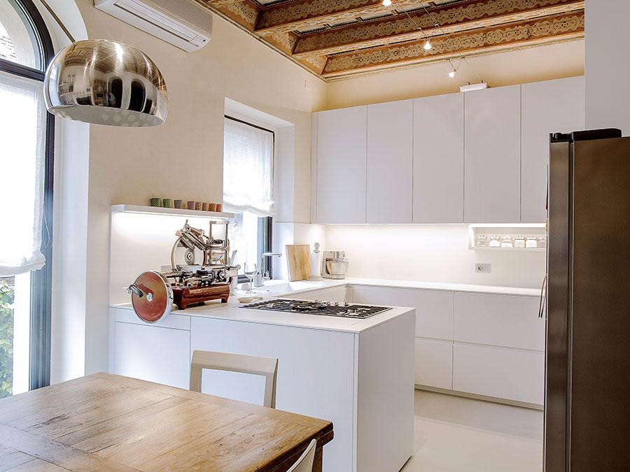 Modello di cucina a U moderna n.22