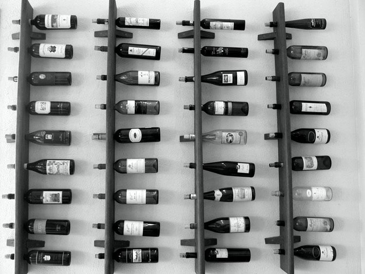 Modello di portabottiglie di vino da parete n.18