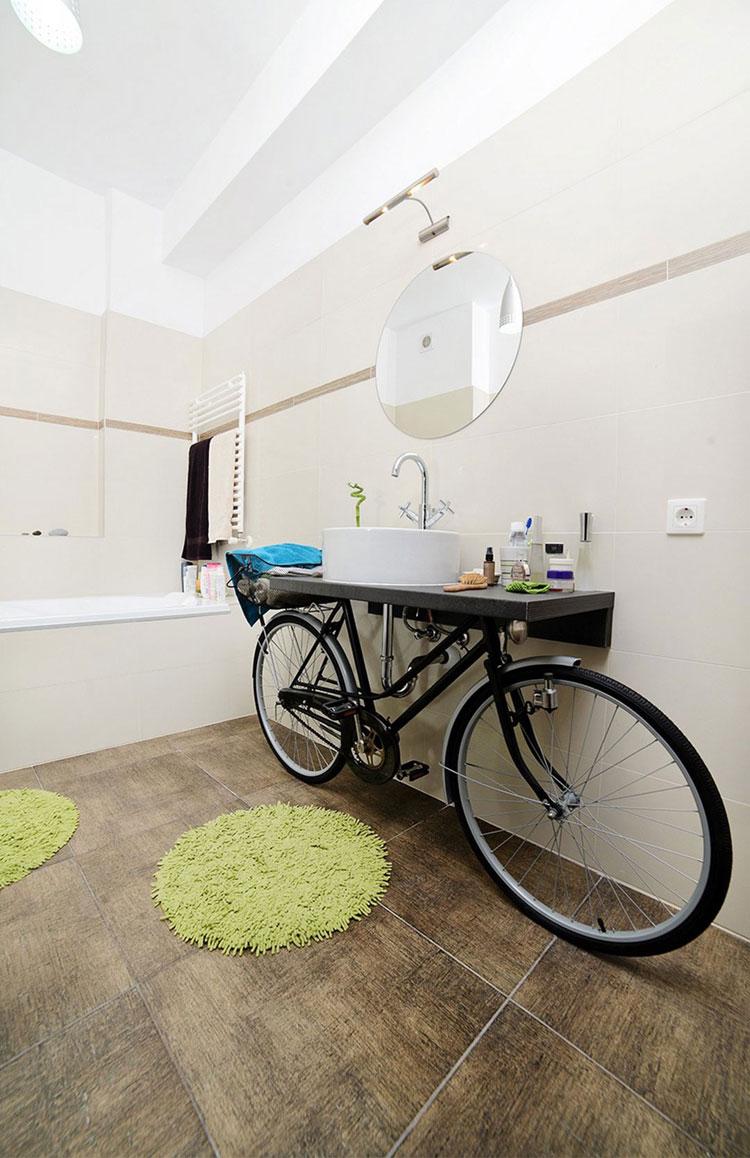 Mobile per lavello con bicicletta