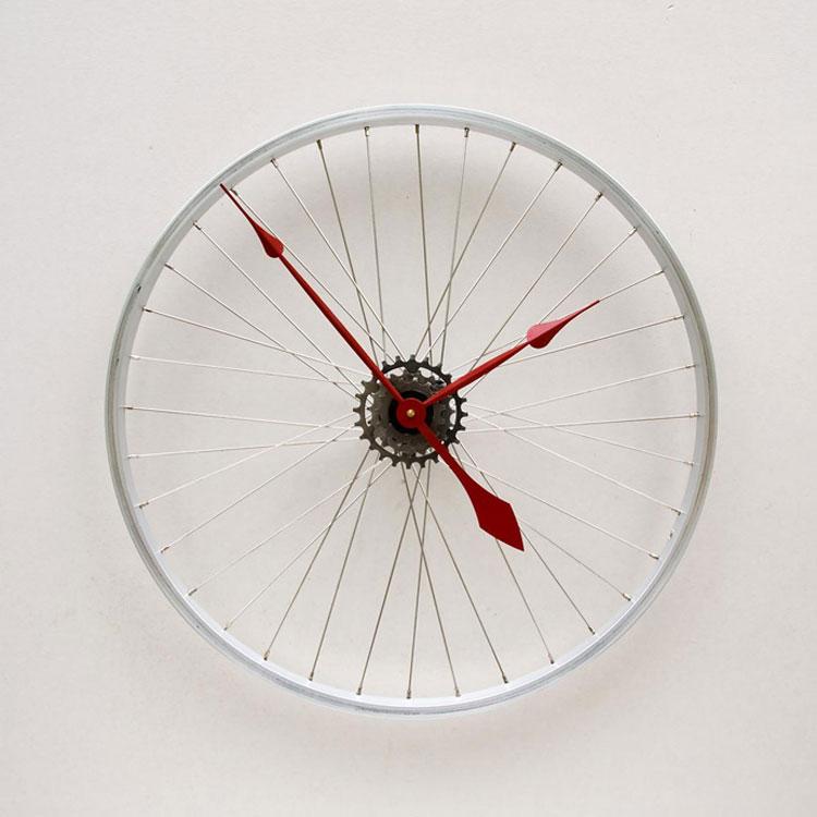 Orologio da parete con ruota di bicicletta