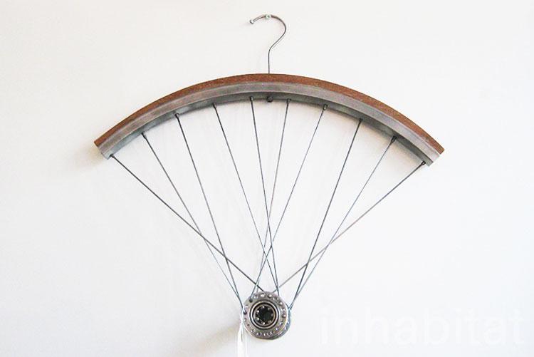 Gruccia con parti di bicicletta