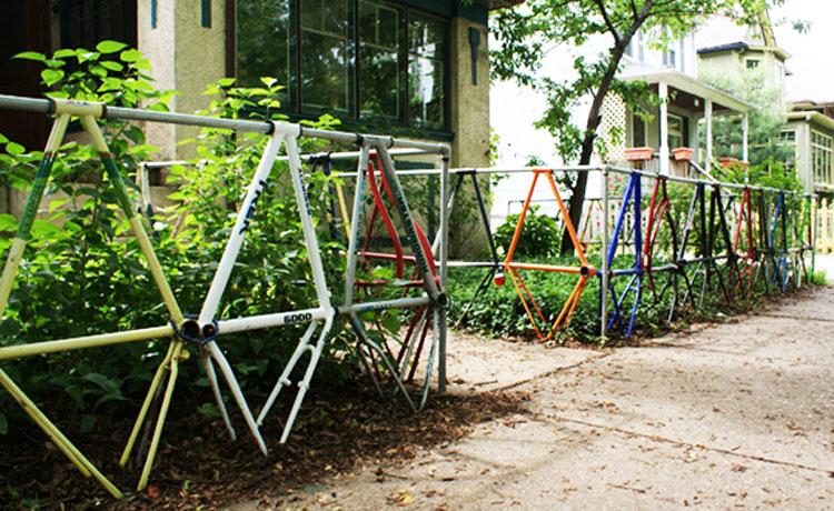 Steccato con parti di biciclette