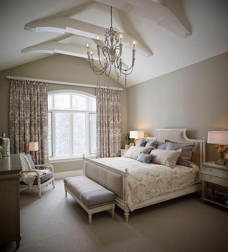 Camera da letto romantica col grigio talpa n.10
