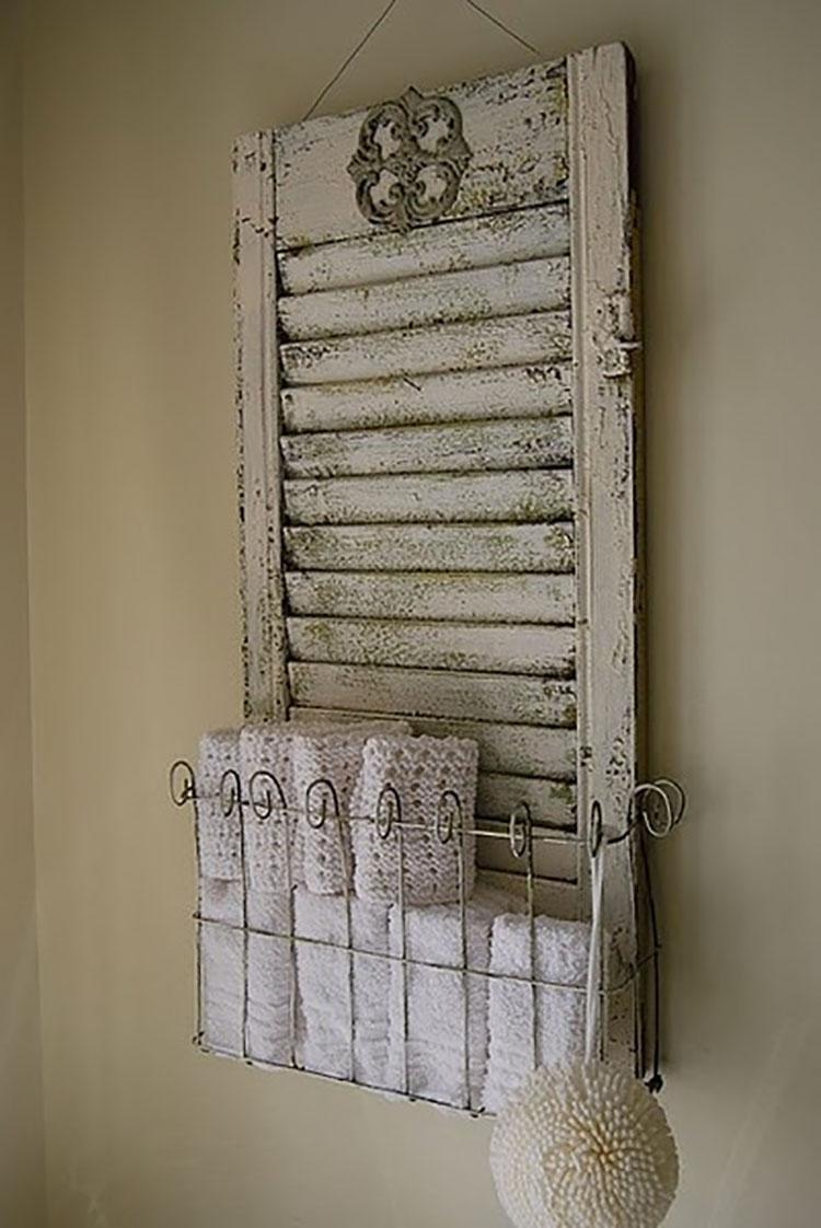 Idee per riutilizzare vecchie persiane in una casa shabby chic n.15