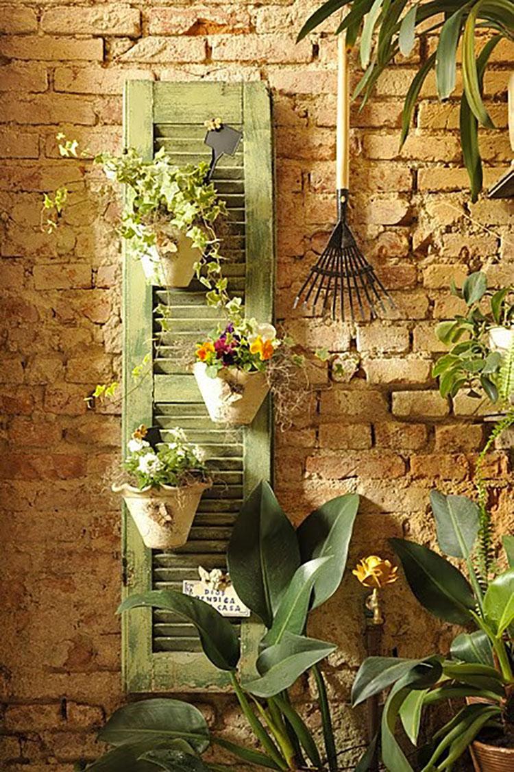 Idee per riutilizzare vecchie persiane in una casa shabby chic n.16