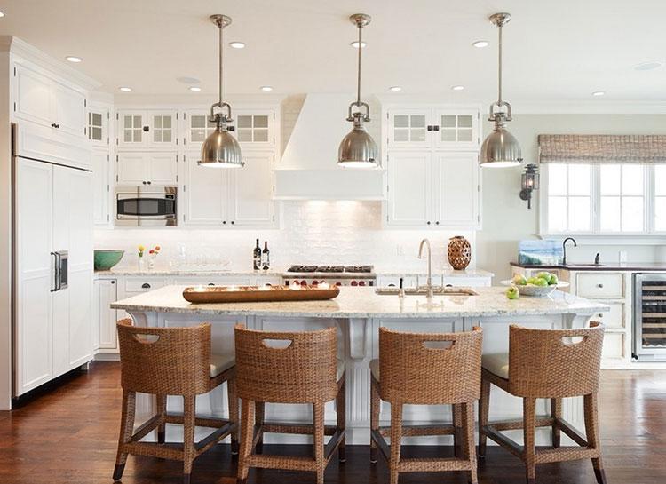 Idee per arredare la cucina con sgabelli in rattan n.01