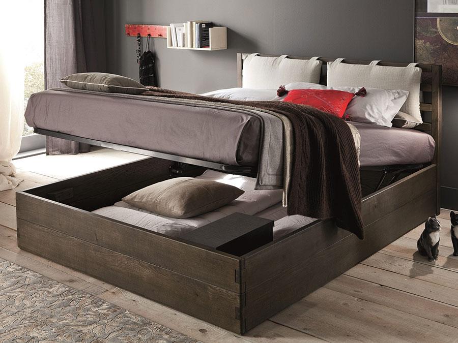 Modello di letto in legno con contenitore n.04