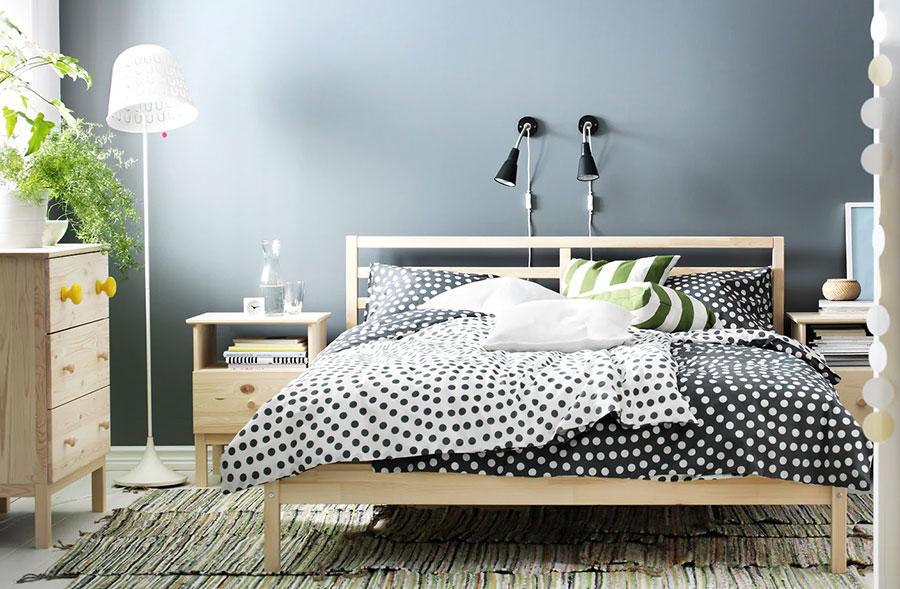 Modello di letto in legno Ikea n.01