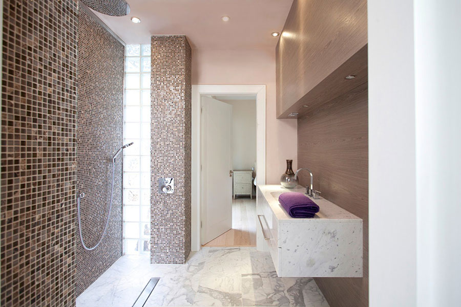 Rivestimento bagno con mosaico lo84 regardsdefemmes - Piastrelle bagno decorate ...