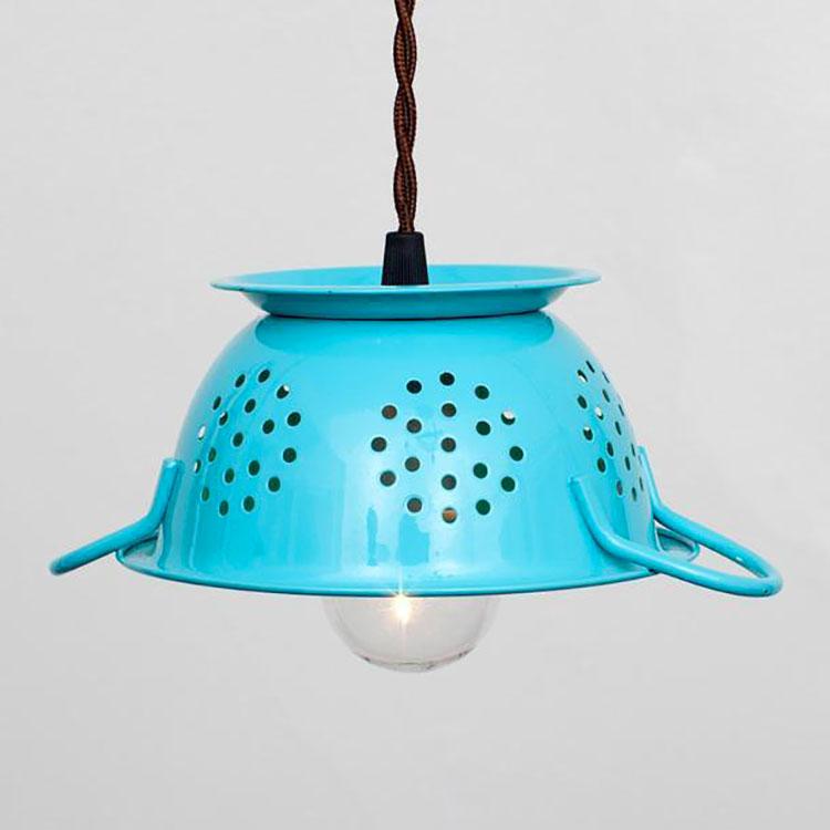 Come creare un lampadario con uno scolapasta