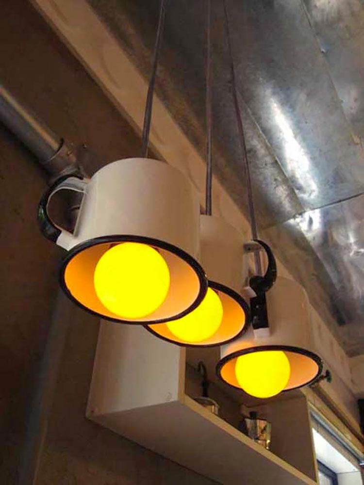 Come creare un lampadario con vecchie tazze