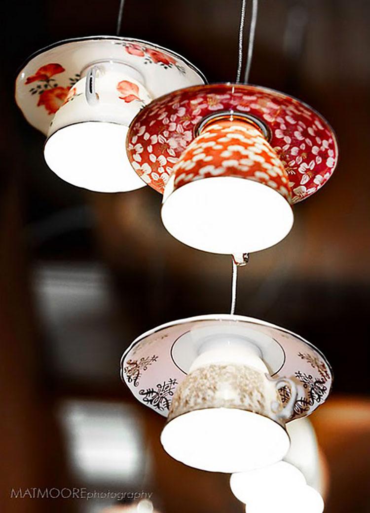 Come creare un lampadario con vecchie tazzine
