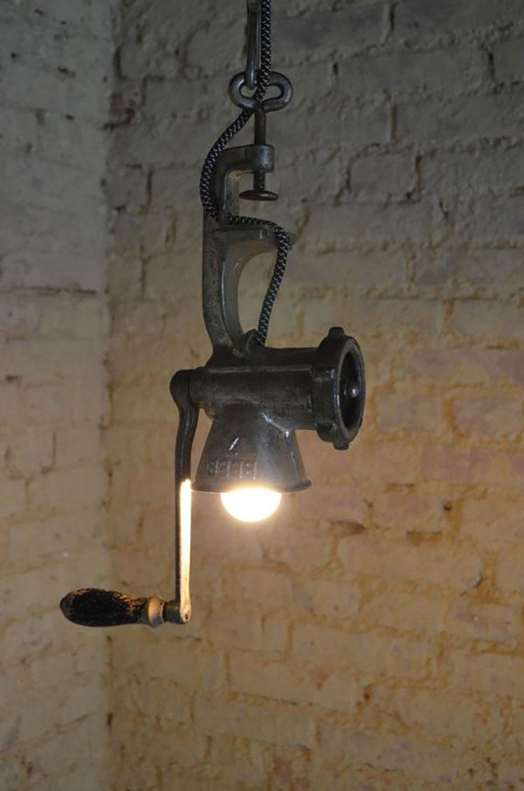 Come creare un lampadario con un vecchio tritacarne