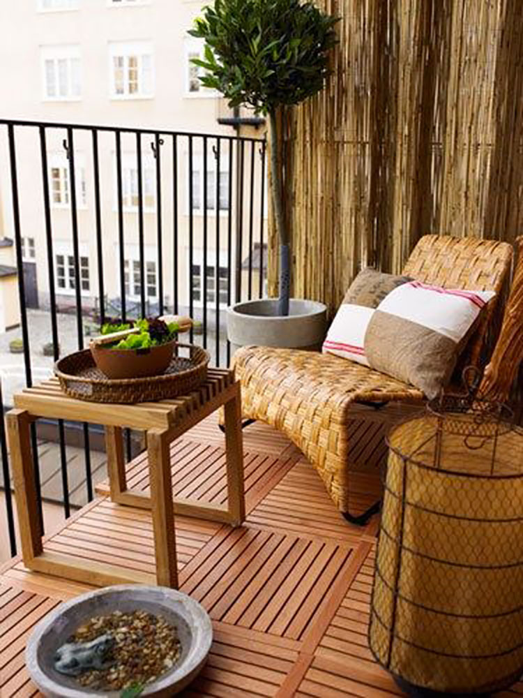 Arredamento per balconi semplici idee per piccoli spazi for Apartment porch decorating ideas