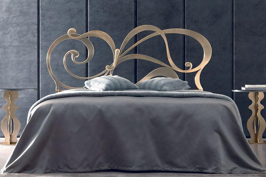 Modello di letto matrimoniale in ferro battuto di design n.02