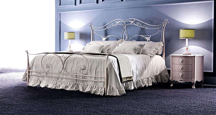 Modello di letto matrimoniale in ferro battuto di design n.05