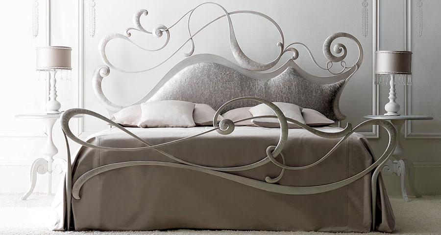 Modello di letto matrimoniale in ferro battuto di design n.08