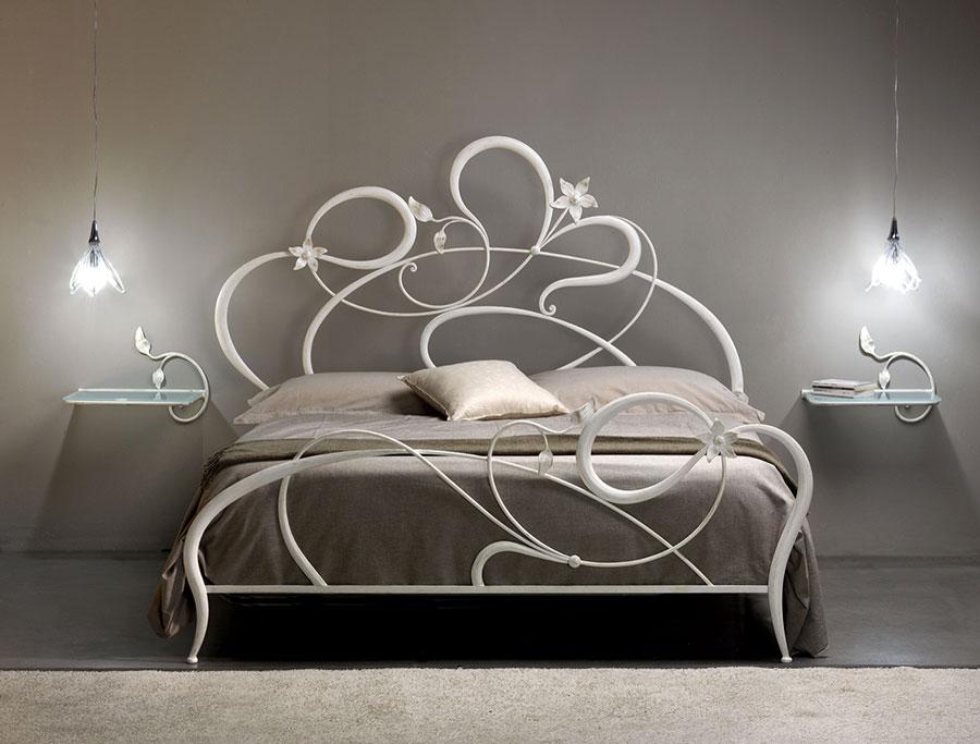 Modello di letto matrimoniale in ferro battuto di design n.12