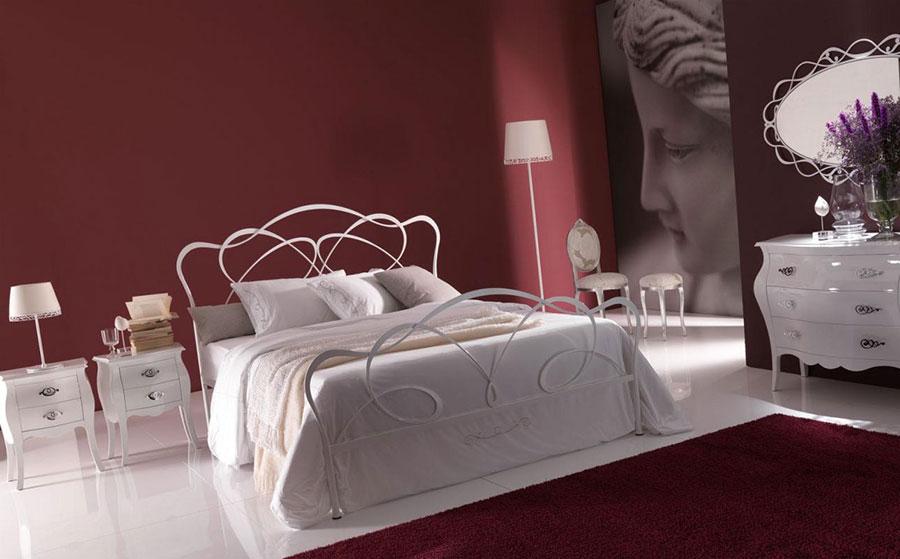 Modello di letto matrimoniale in ferro battuto di design n.17